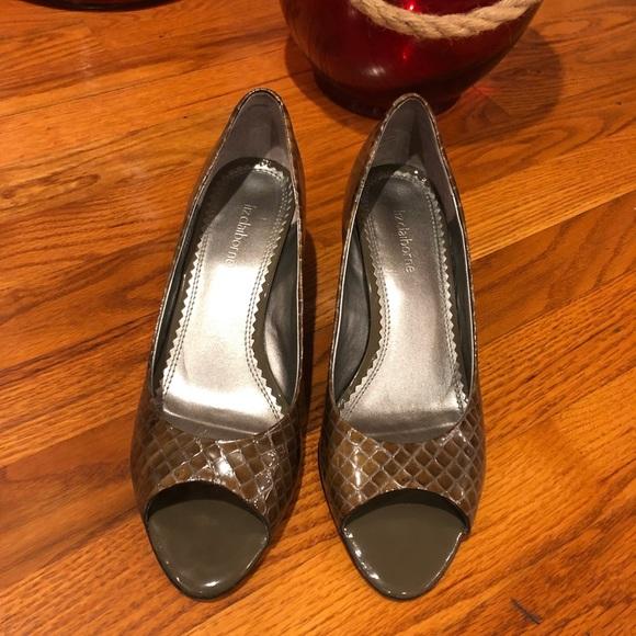 c7f32b7ad1b NWOT Liz Claiborne Lia peep toe wedge 2 inch heels